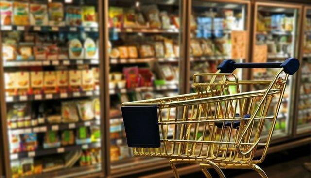 کمبود اقلام اساسی در بازار واقعی نیست، صدور حواله توزیع 400 کیلو شکر در بازار تبریز