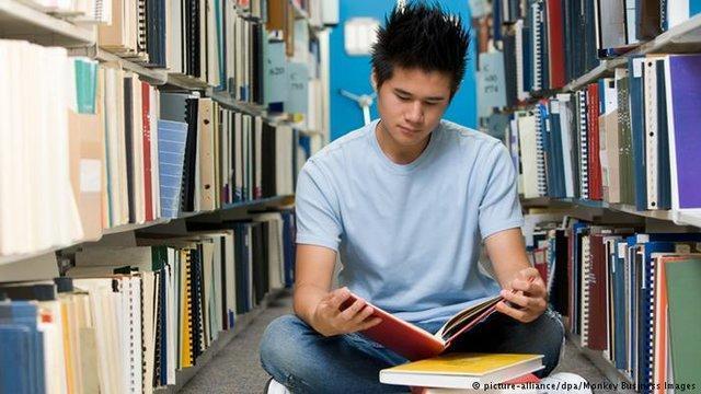 باید کاری کنیم که مطالعه به ویژه در مقطع کارشناسی افزایش یابد